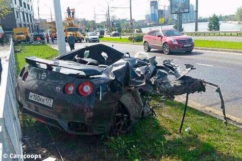 Fußballprofi crasht Nissan GT-R