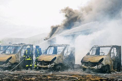 Feuer in WoMo-Verkaufslager