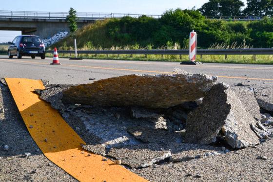 Sommerhitze sprengt Autobahn