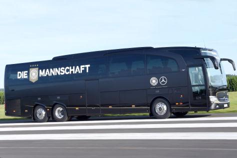 Mannschaftsbus-Übergabe: Mercedes Travego M für DFB-Elf ...
