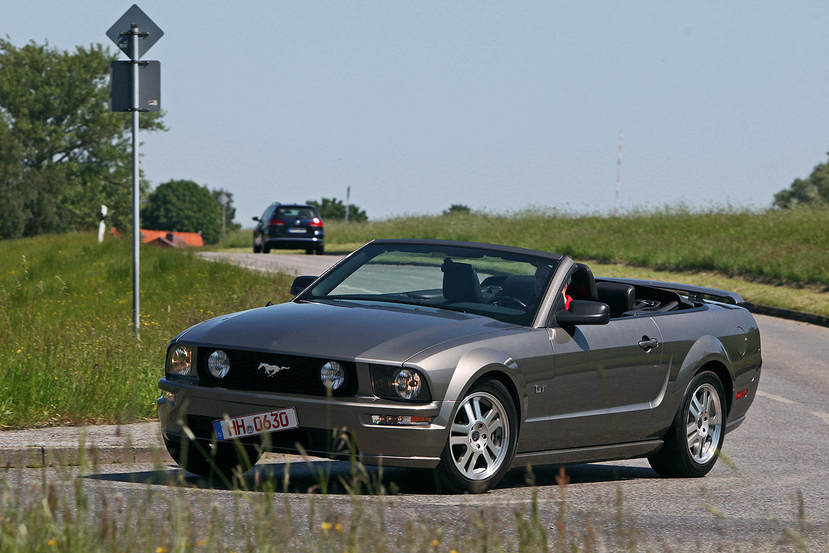 ford mustang gt cabrio im test bilder. Black Bedroom Furniture Sets. Home Design Ideas