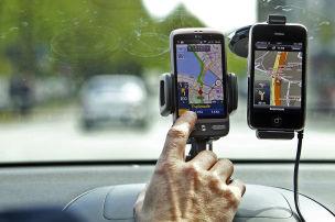 Smartphone im Auto: Geldbu�e trotz Halterung
