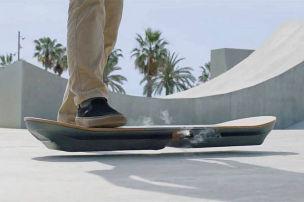 Das Skateboard schwebt!