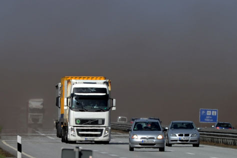 Unfallort auf der A19 nach dem Sandsturm