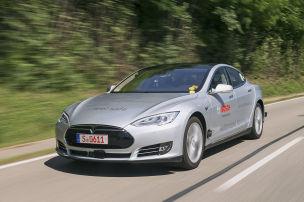 Dieser Tesla f�hrt autonom