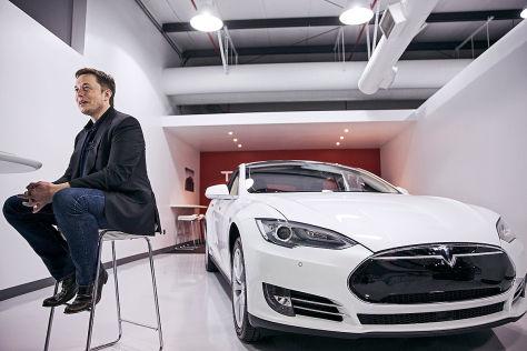 Tesla bietet Prämien bei Freundschaftswerbung