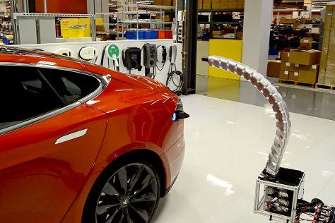 Tesla Model S: Automatisches Ladekabel