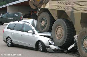Unfall: Panzer gegen Pkw