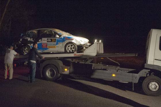 Rallyewagen auf Hänger