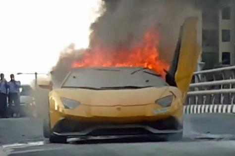 Lamborghini Aventador fängt Feuer