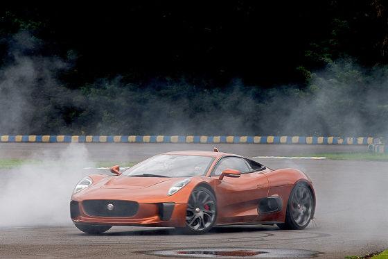 Massa fährt Bond-Jag