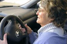 Senioren zahlen bei Kfz-Versicherung drauf