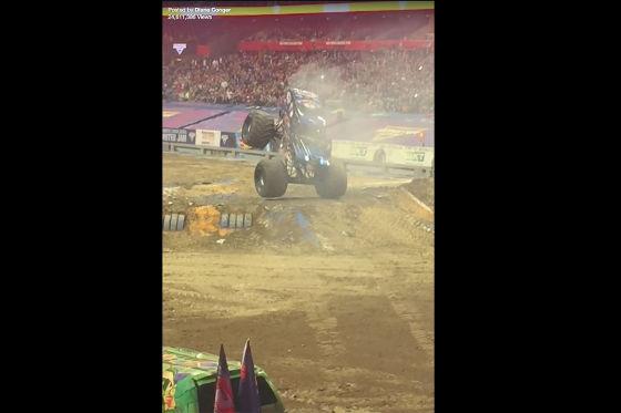 Monster Truck vollführt Moonwalk