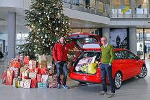 Der Opel-Chef spielt Weihnachtsmann