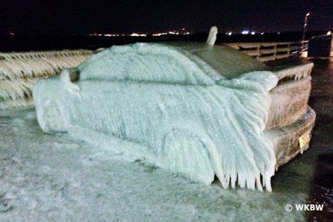 USA: Auto wird zu Eis-Skulptur