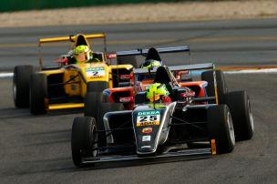 Formel 4: Schumacher bleibt