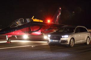Im Audi-SUV gegen einen D�senjet