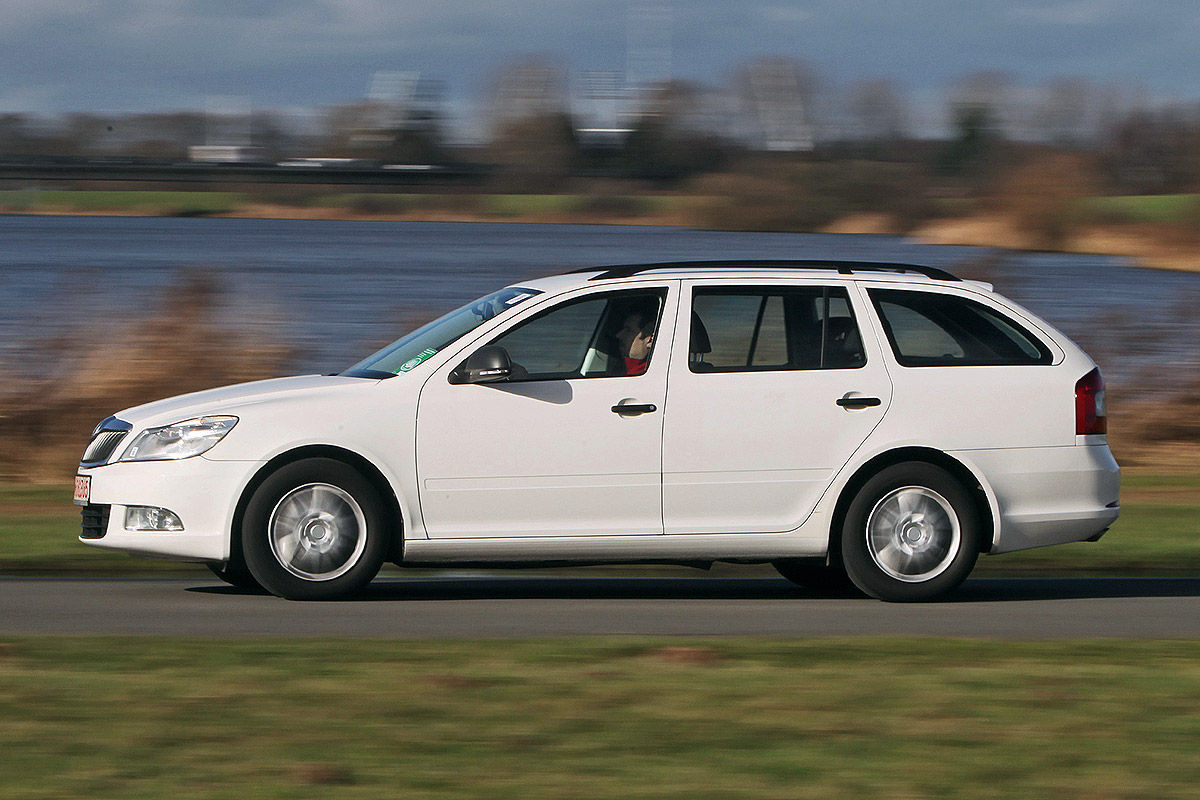 skoda octavia ii im gebrauchtwagen test bilder. Black Bedroom Furniture Sets. Home Design Ideas