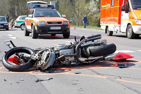 Unfall mit Motorrad und Auto