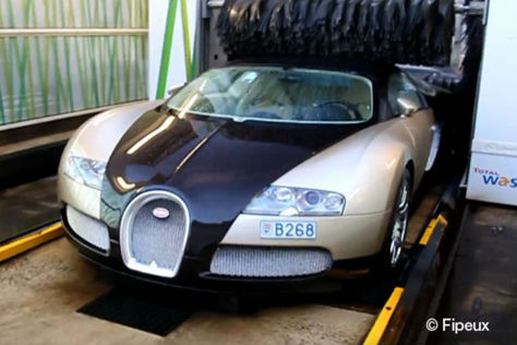 Bugatti Veyron in der Waschanlage