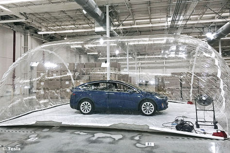 Tesla Model X: Bioweapon Defense Mode im Test