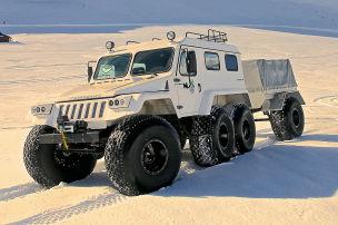 Russische Monster-Jeeps