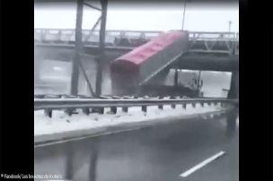 Brücke besiegt Truck