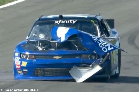 NASCAR-Auto explodiert