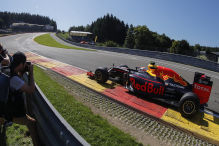 Red Bull vor Force India