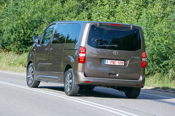 toyota proace verso 2016 im test fahrbericht motoren preis. Black Bedroom Furniture Sets. Home Design Ideas