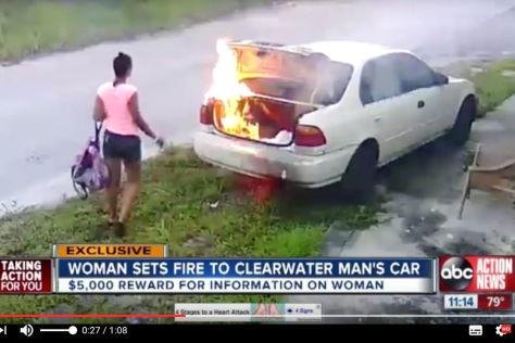 Frau fackelt falsches Auto ab