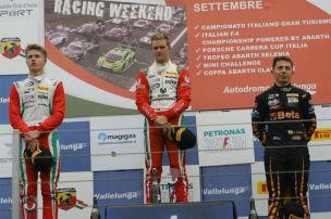 Schumi junior zur�ck im Titelrennen