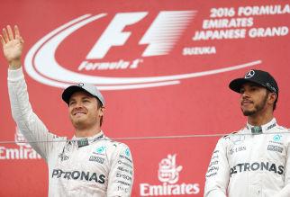 Hamilton klont Rosberg