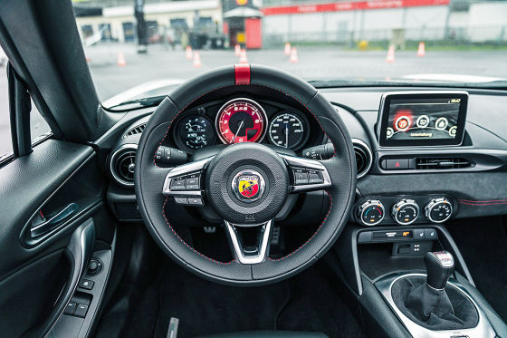 abarth 124 spider 595 competizione 2016 im test. Black Bedroom Furniture Sets. Home Design Ideas