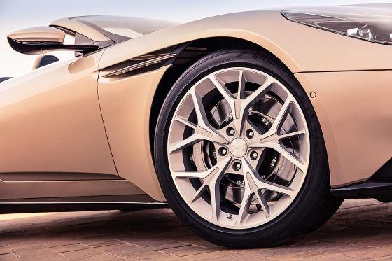 Aston öffnet den DB11