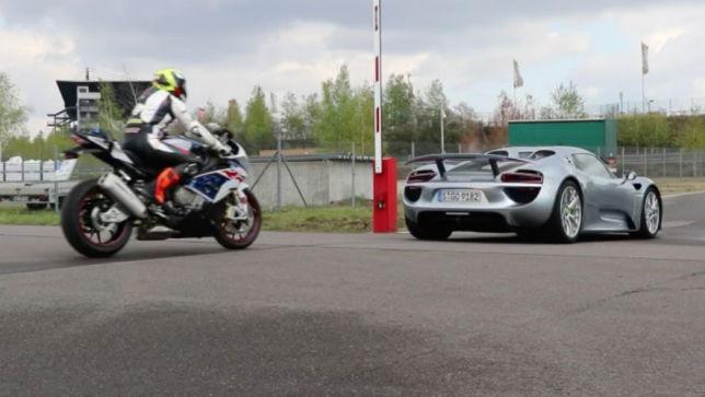 Auto gegen Motorrad