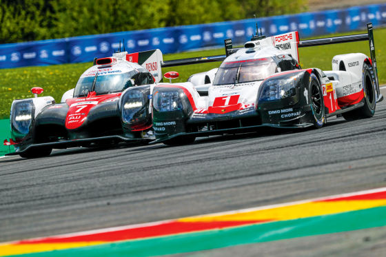 Toyota (l.) gegen Porsche
