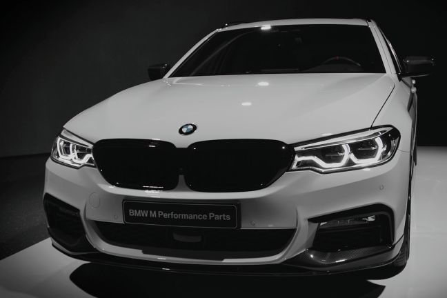 video bmw 5er touring m performance 2017. Black Bedroom Furniture Sets. Home Design Ideas