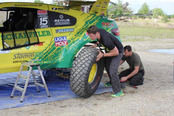 Heißer Reifen sucht groben Schotter