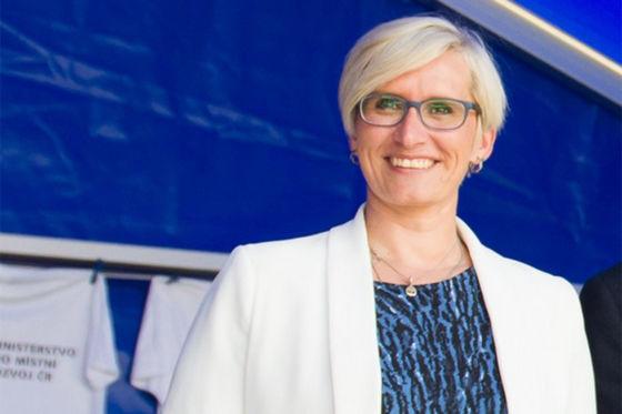 Video: Rossi schubst tschechische Ministerin