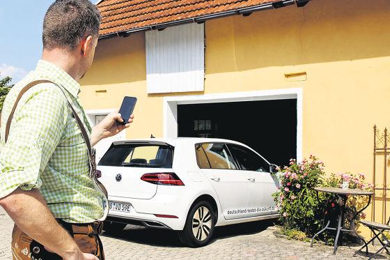 Super praktisch: Vor dem Abfahren kann man problemlos per Car-Net App viele Funktionen wie etwa Ladezustand oder Vorklimatisierung des Autos überwachen.