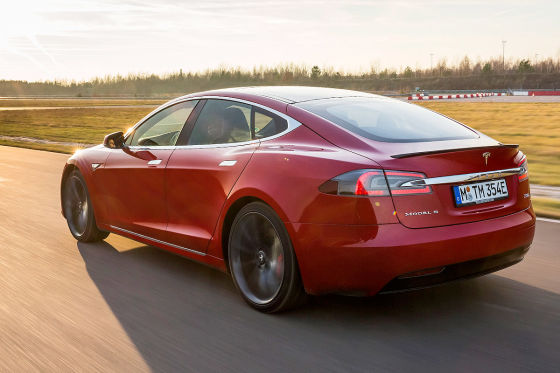 Tesla schaltet mehr Kilometer frei