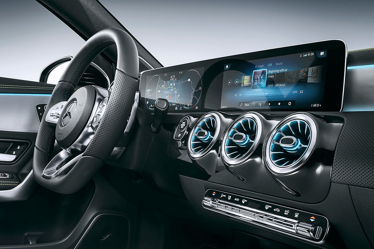 High-Tech-im-Mercedes-Cockpit-1200x800-4719b958611fae35
