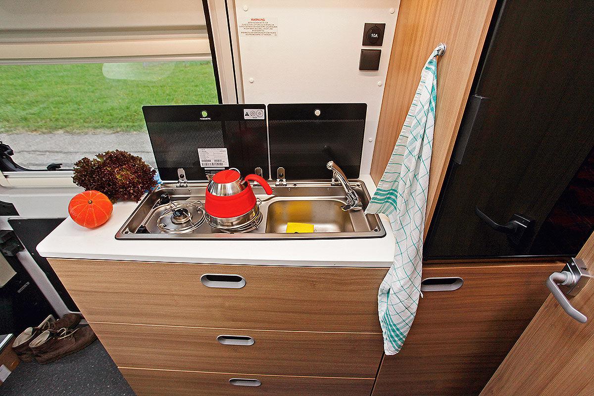 sun living bravia und xgo im wohnmobil test bilder. Black Bedroom Furniture Sets. Home Design Ideas