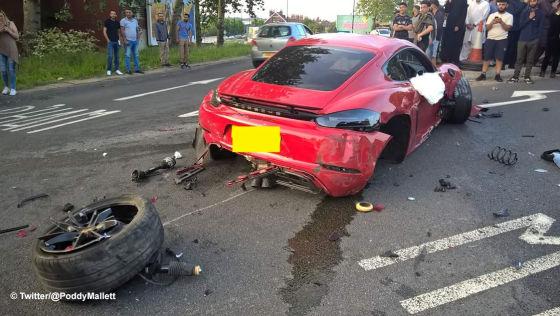 Ferrari kracht in Porsche – Fahrer fliehen