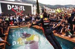 Irre Pool-Party vom Monaco-Sieger
