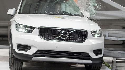 Volvo XC40, Ford Focus: Euro NCAP Crashtest 2018