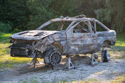 Super-Ford komplett ausgebrannt