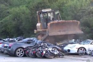 68 Luxusautos zerstört