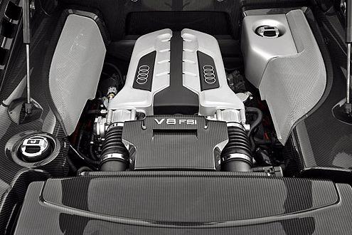 Quell der Freunde: Hinter den Insassen brüllt ein V8 mit 420 PS.